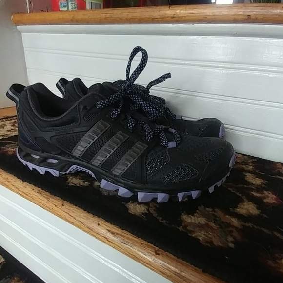 Le Tr Adidas Kanadia Tr Le 6 Donne Scarpe Poshmark 27db50